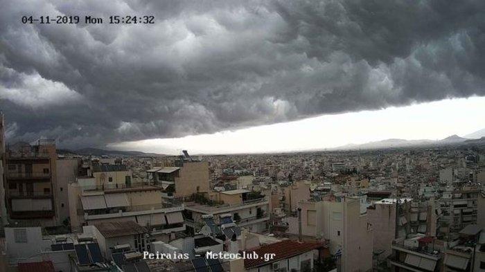 Meteo: Εντυπωσιακές εικόνες του self cloud πάνω από την Αττική - εικόνα 4