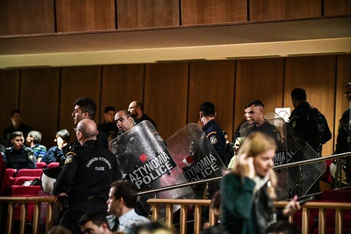 Αμετανόητος ο Μιχαλολιάκος στη δίκη: Πολιτική σκευωρία - εικόνα 2