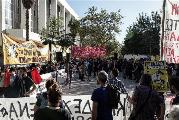 Αμετανόητος ο Μιχαλολιάκος στη δίκη: Πολιτική σκευωρία - εικόνα 8