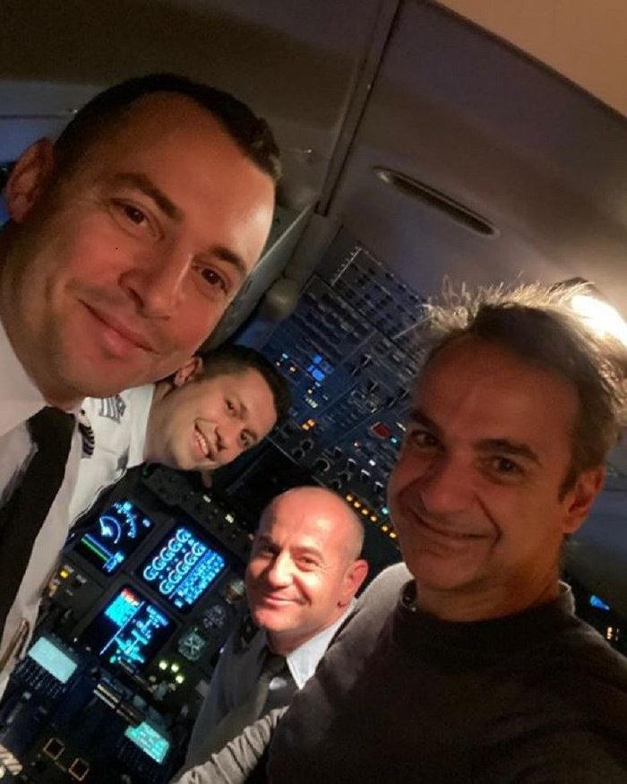 Η selfie του Κυριάκου Μητσοτάκη με τους πιλότους