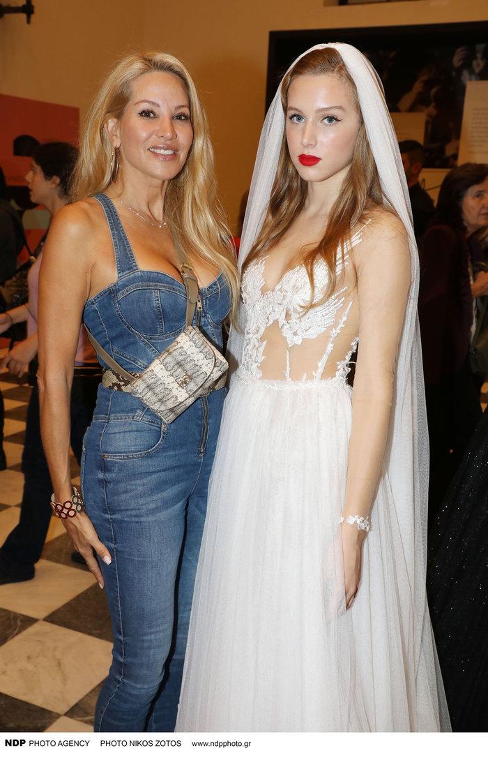 Αννίτα Ναθαναήλ: Η καλλονή και μοντέλο κόρη της στην πασαρέλα [Eικόνες] - εικόνα 7