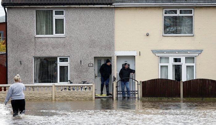 Εντονες βροχοπτώσεις προκαλούν πλημμύρες στη βόρεια Αγγλία