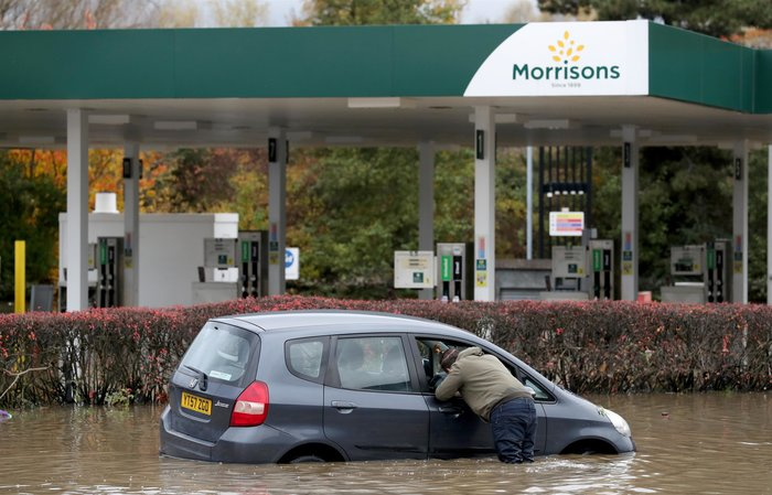 Εντονες βροχοπτώσεις προκαλούν πλημμύρες στη βόρεια Αγγλία - εικόνα 2