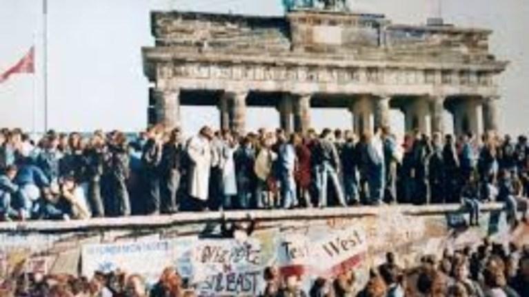 9-noembriou-1989-i-imera-pou-allakse-ton-kosmo