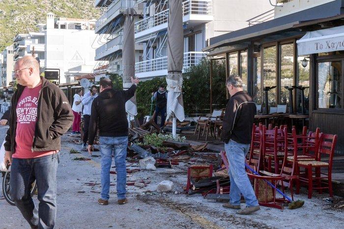 Σοκαριστικό τροχαίο: Οδηγός ΙΧ ισοπέδωσε τρία μαγαζιά στο Λουτράκι - εικόνα 4
