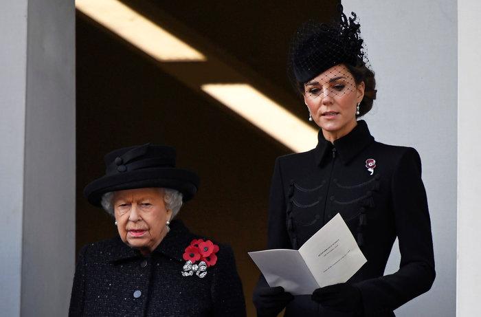 Κέιτ Μίντλετον: Royal chic φορώντας παλτό με στρατιωτικές επιρροές