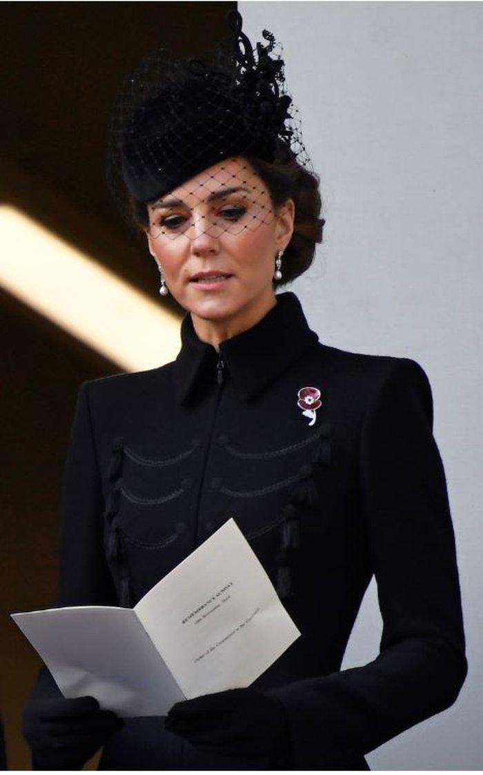 Κέιτ Μίντλετον: Royal chic φορώντας παλτό με στρατιωτικές επιρροές - εικόνα 2