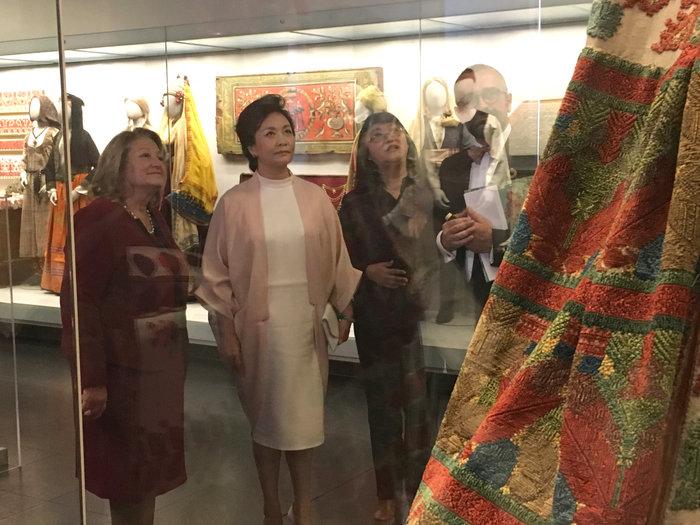 Η πρώτη κυρία της Κίνας, Πενγκ Λιχουάν, στο Μουσείο Μπενάκη - Εικόνες - εικόνα 3