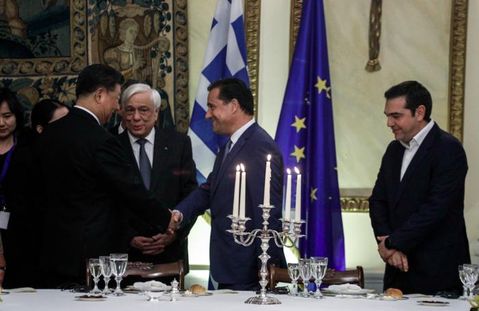 Η χειραψία του Αδωνι Γεωργιάδη με τον κινέζο πρόεδρο Σι