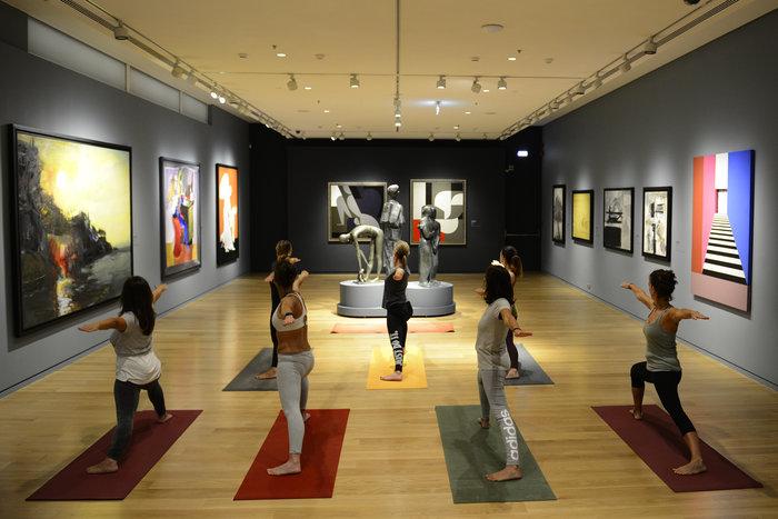 Σε ποιο μουσείο μπορείς να κάνεις γιόγκα κάθε Τρίτη και Πέμπτη;