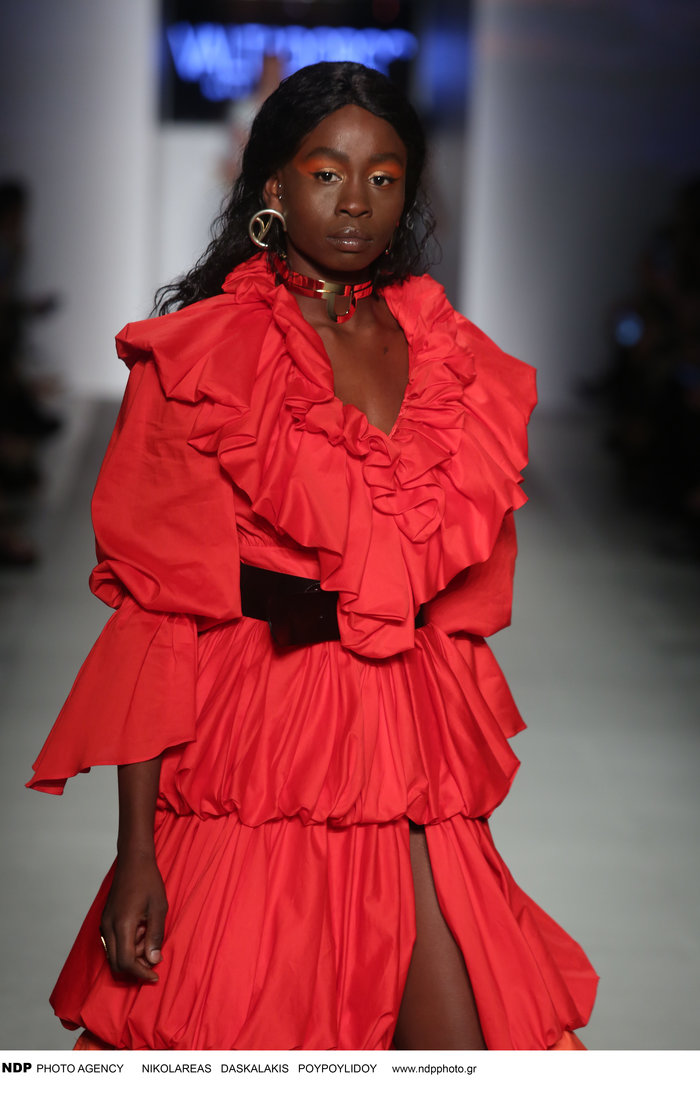 Σουζάνα Κουόλ: Με περούκες και μαντήλια στα μαλλιά στην εβδομάδα μόδας - εικόνα 4