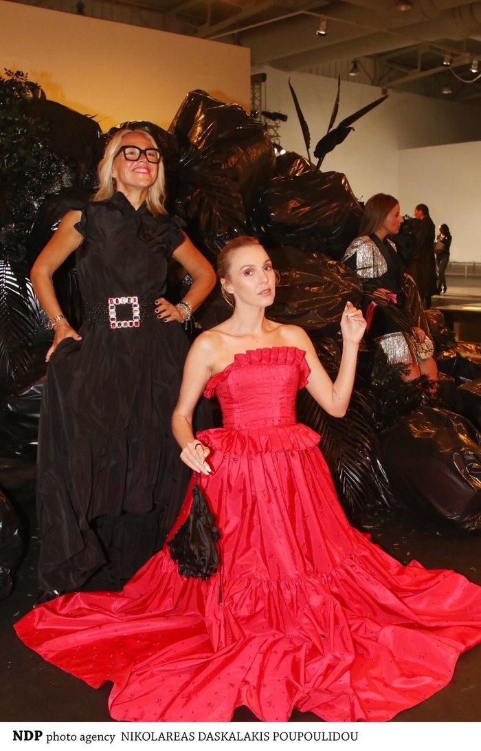 Σαν αδελφές:Η Τάμτα με την 24χρονη κόρη της Άννυ στο fashion show των MI-RO - εικόνα 3