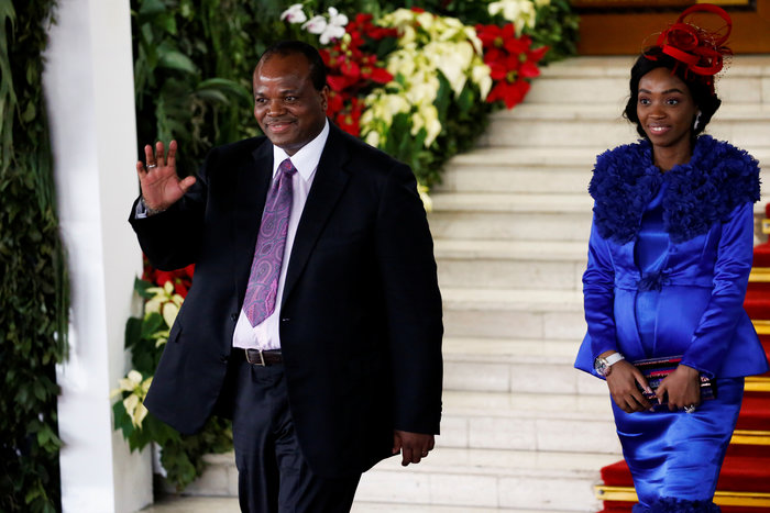 Σουαζιλάνδη: Ο βασιλιάς αγόρασε Rolls Royce στις 14 συζύγους του