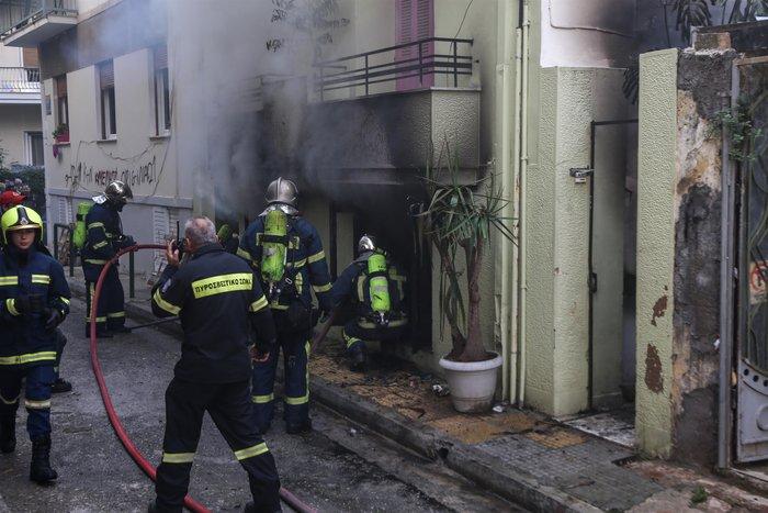 Υπό έλεγχο η φωτιά στην Κυψέλη - Τρεις ελαφρά τραυματίες - εικόνα 2