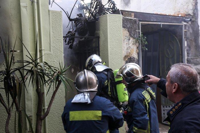 Υπό έλεγχο η φωτιά στην Κυψέλη - Τρεις ελαφρά τραυματίες