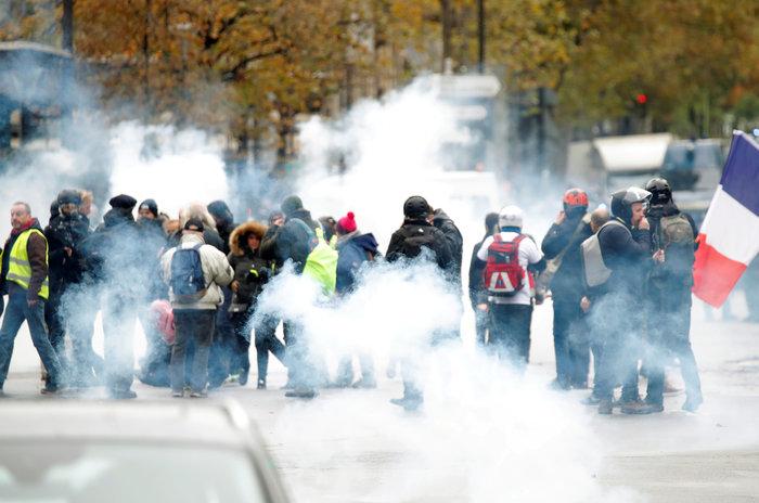 Επεισόδια, δακρυγόνα και συλλήψεις στην επέτειο των «Κίτρινων Γιλέκων» - εικόνα 8