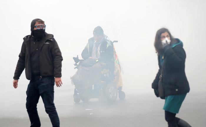 Επεισόδια, δακρυγόνα και συλλήψεις στην επέτειο των «Κίτρινων Γιλέκων» - εικόνα 10