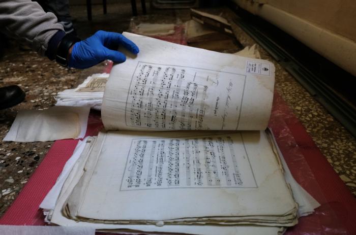 Η εντυπωσιακή διάσωση σπάνιων κειμηλίων στη Βενετία (εικόνες)