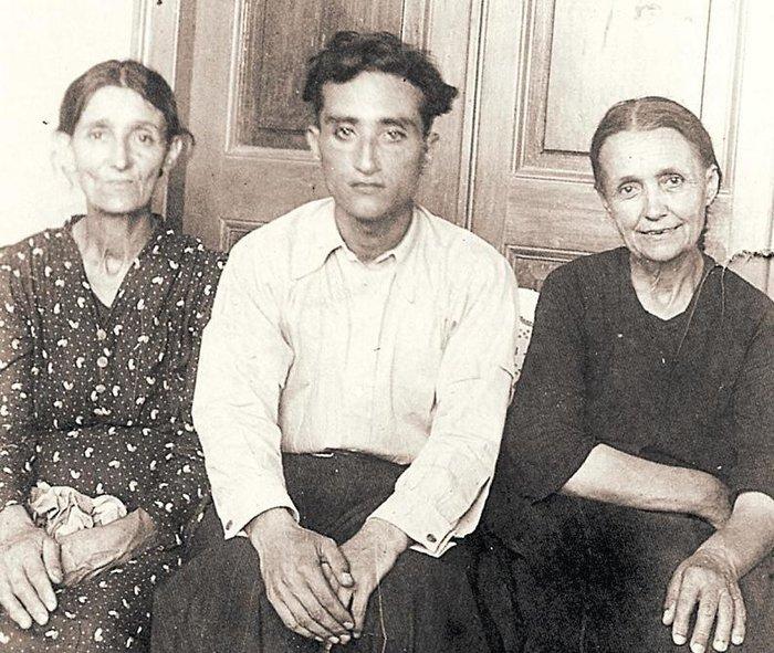 Ο Νίκος Σβορώνος σε νεανική ηλικία