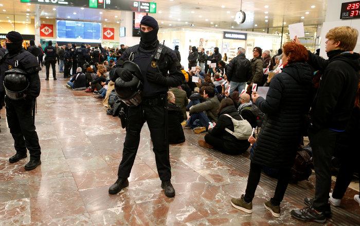 Νέα συγκέντρωση υπέρ της ανεξαρτησίας στη Βαρκελώνη - εικόνα 4