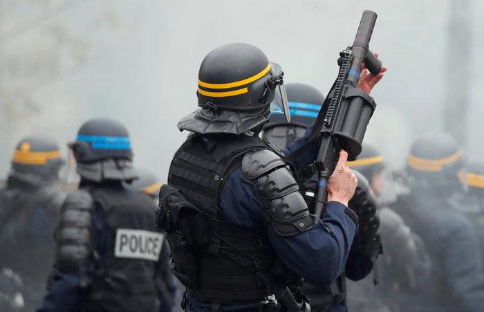 Επεισόδια, δακρυγόνα και συλλήψεις στην επέτειο των «Κίτρινων Γιλέκων» - εικόνα 5