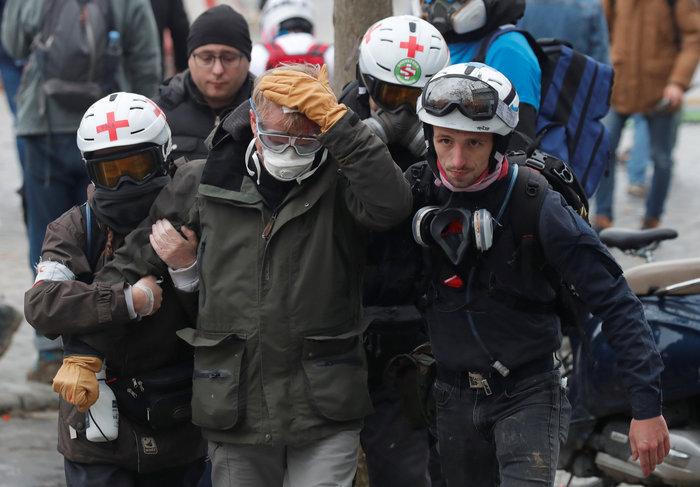 Επεισόδια, δακρυγόνα και συλλήψεις στην επέτειο των «Κίτρινων Γιλέκων» - εικόνα 3