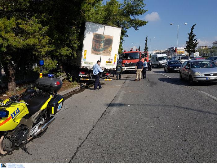 «Τρελό» φορτηγό νέκρωσε την εθνική στον Κηφισό - εικόνα 6