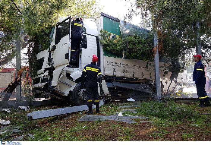 «Τρελό» φορτηγό νέκρωσε την εθνική στον Κηφισό - εικόνα 4