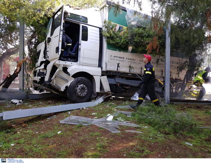 «Τρελό» φορτηγό νέκρωσε την εθνική στον Κηφισό - εικόνα 2