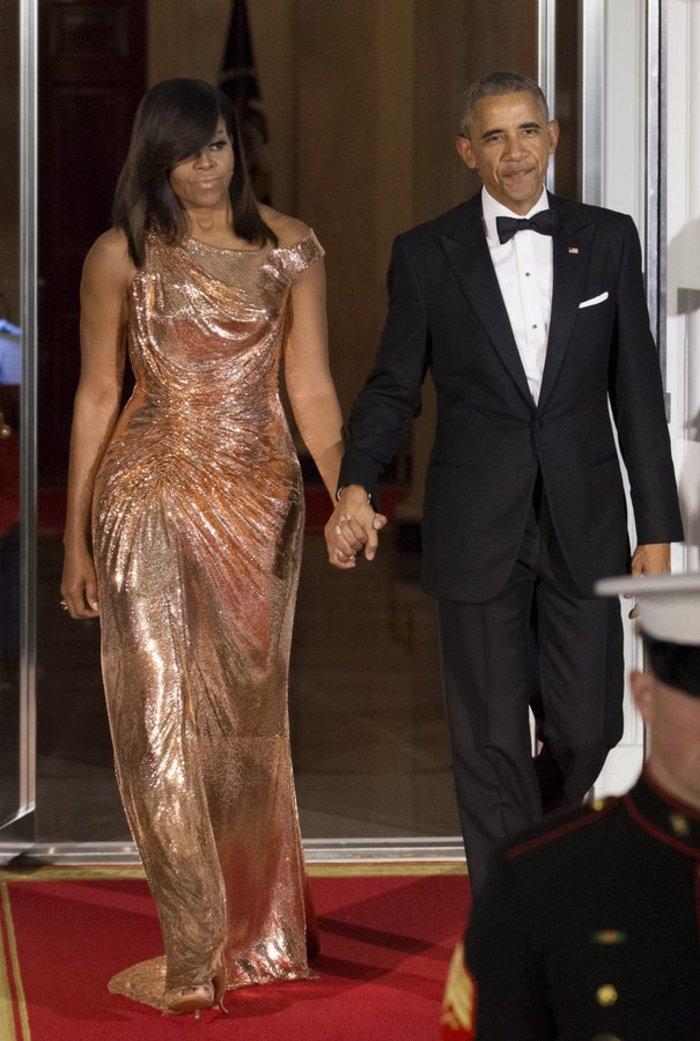 Η Μισέλ Ομπάμα ντύθηκε Μαντόνα: Παράτολμη με κίτρινο φόρεμα - κορσέ