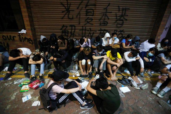 Χονγκ Κονγκ: Ταμπουρωμένοι στο Πολυτεχνείο 100 διαδηλωτές [Εικόνες] - εικόνα 4