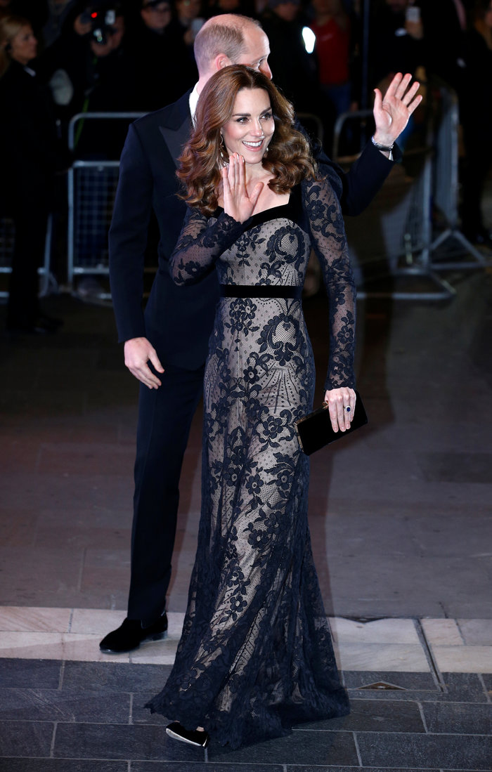 Με τη λάμψη της βασίλισσας: Η Κέιτ με μαύρη δαντέλα Alexander McQueen - εικόνα 6