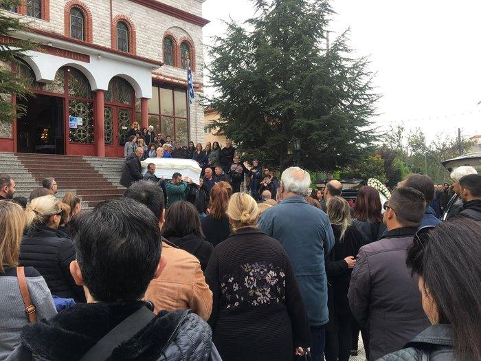 Τραγωδία στην Κατερίνη: Ράγισαν καρδιές στην κηδεία