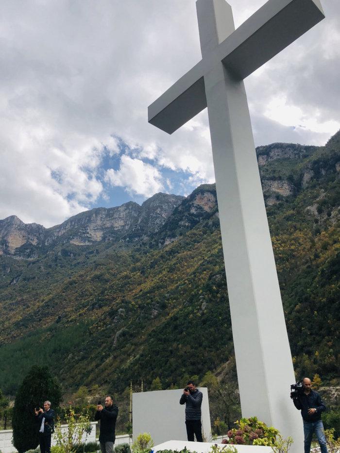 Αλβανία: Ταφή οστών 153 Ελλήνων πεσόντων κατά το έπος του '40 - εικόνα 2