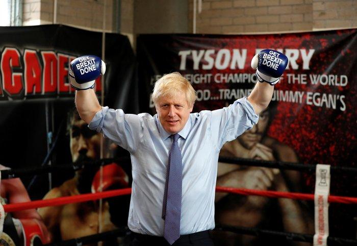 Brexit: Ο μποξέρ Μπόρις Τζόνσον και το μήνυμα στα γάντια του - Βίντεο - εικόνα 3