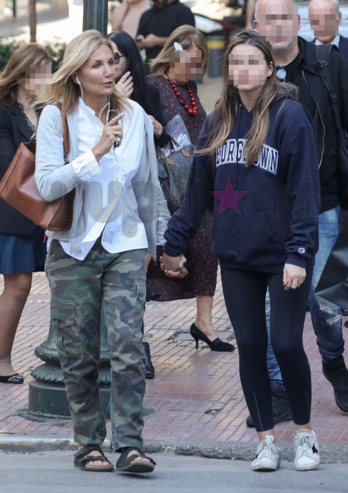 Μαρέβα Μητσοτάκη: Βόλτα στην Αθήνα με την μικρή κόρη της Δάφνη [Εικόνα] - εικόνα 5
