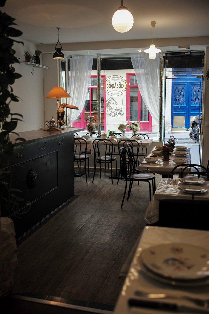"""«Όλη η έμπνευση έρχεται από μαγαζιά που έφαγα στις Σέρρες και σε κάποια προάστια της Αθήνας. Ένα """"χωμένο"""" μαγαζί της γειτονιάς που πηγαίνουν οικογένειες»."""