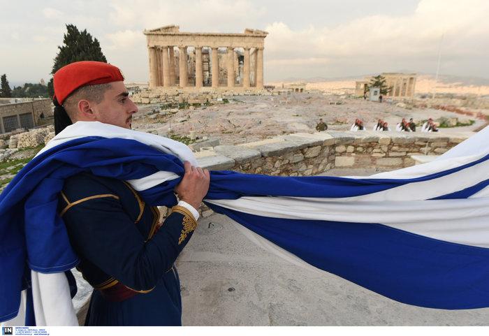 Λεβεντιά οι Εύζωνοι στην Ακρόπολη- Για την ημέρα των Ενόπλων Δυνάμεων - εικόνα 3