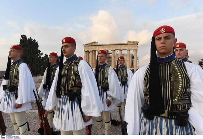 Λεβεντιά οι Εύζωνοι στην Ακρόπολη- Για την ημέρα των Ενόπλων Δυνάμεων - εικόνα 4