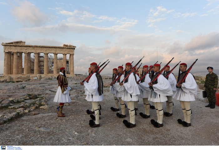 Λεβεντιά οι Εύζωνοι στην Ακρόπολη- Για την ημέρα των Ενόπλων Δυνάμεων - εικόνα 5