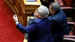nees-fwties-sto-politiko-skiniko-gia-to-arthro-86