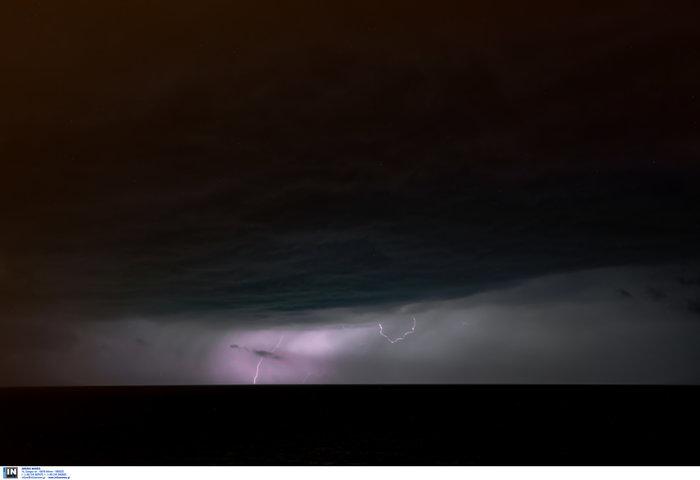 Μαγευτικό θέαμα οι κεραυνοί στο Αιγαίο από το Πλωμάρι Λέσβου - εικόνα 3
