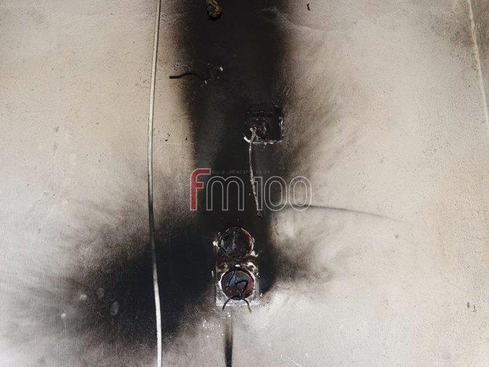Λήμνος: Κεραυνός άνοιξε τρύπα στην οροφή σπιτιού και προκάλεσε φωτιά - εικόνα 2