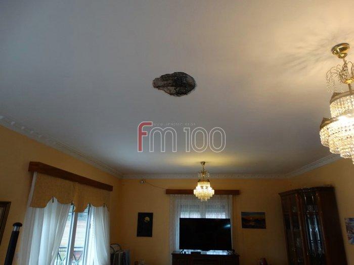 Λήμνος: Κεραυνός άνοιξε τρύπα στην οροφή σπιτιού και προκάλεσε φωτιά - εικόνα 3