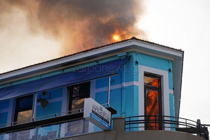 Κάηκε ολοσχερώς καφετέρια στο κέντρο των Χανίων - εικόνα 2