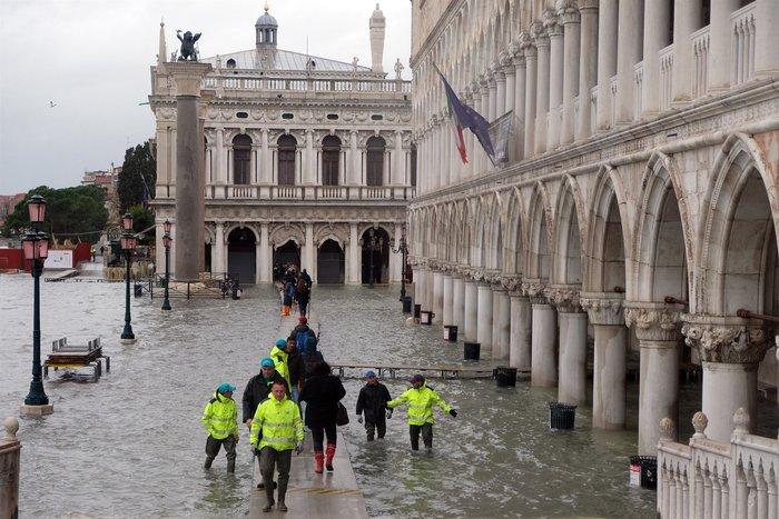 Ξανά κάτω από το νερό η Βενετία, βούλιαξε από τη βροχή (φωτό)