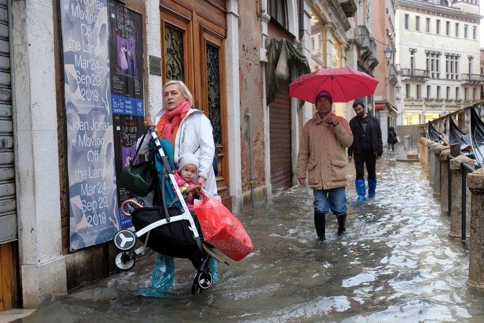 Ξανά κάτω από το νερό η Βενετία, βούλιαξε από τη βροχή (φωτό) - εικόνα 2