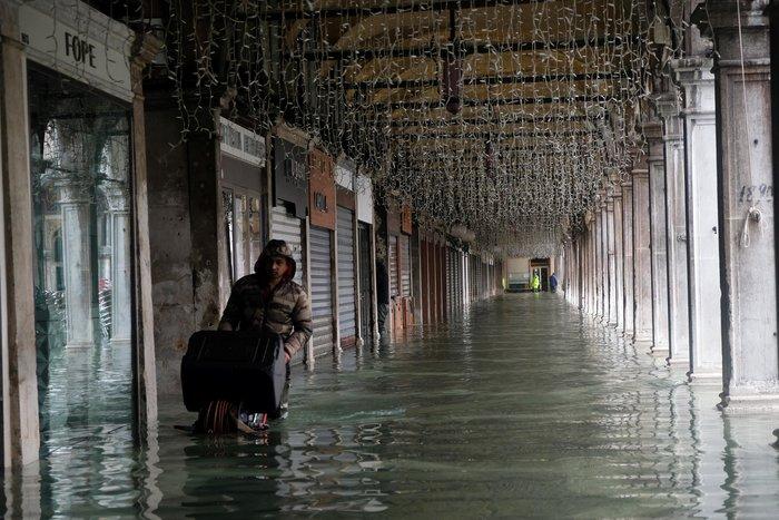 Ξανά κάτω από το νερό η Βενετία, βούλιαξε από τη βροχή (φωτό) - εικόνα 3