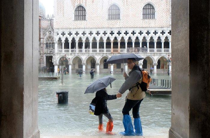 Ξανά κάτω από το νερό η Βενετία, βούλιαξε από τη βροχή (φωτό) - εικόνα 4