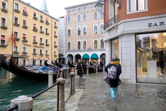 Ξανά κάτω από το νερό η Βενετία, βούλιαξε από τη βροχή (φωτό) - εικόνα 5